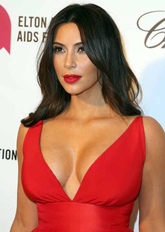 kim-kardashian-dress-match-lipstick-oscars-party-main